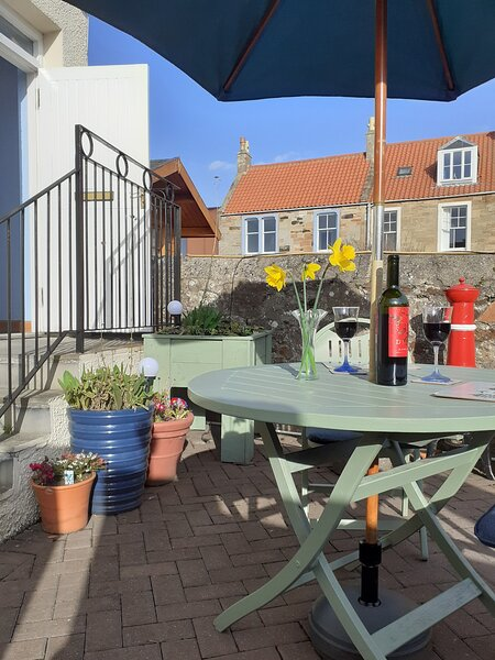 Carstairs Cabin- generous studio apartment in coastal setting, holiday rental in Cellardyke