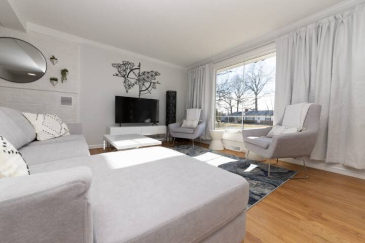Newly furnished home, perfect for Naval Academy Football games!, alquiler vacacional en Gambrills