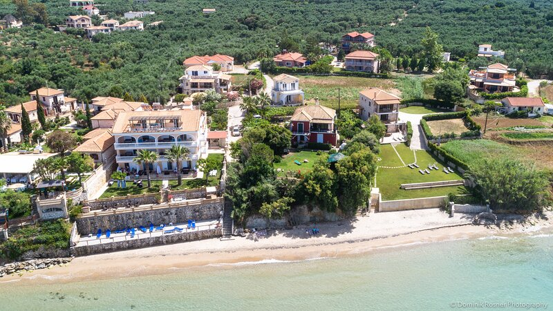 Beachfront Villa Gousetis, location de vacances à Meso Gerakari