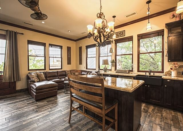 Tree of Life | 2 Private Downtown Units | Amazing Sedona & Four Peaks Views, holiday rental in Jerome