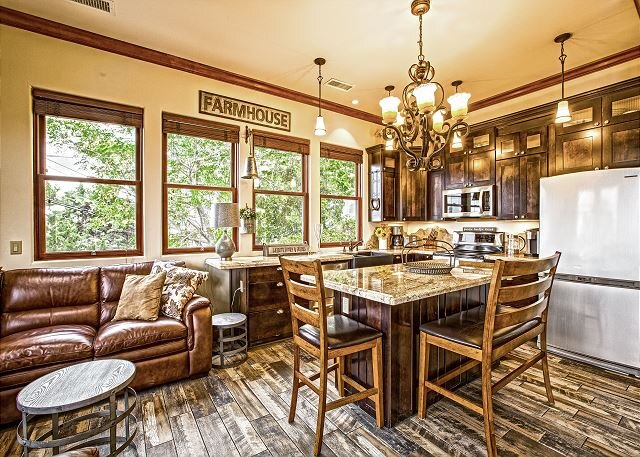 Jerome Copper Mountain | 3-Unit Downtown Locale | Sedona & Four Peaks Views, holiday rental in Jerome