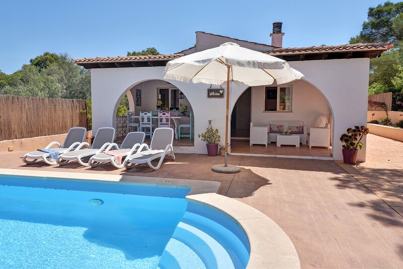 Abril house for 6 persons in the natural reserve of Mondrago, holiday rental in Cala Figuera