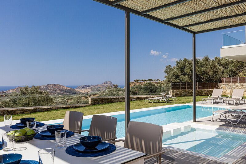 Aphrodite 1 Newly built, full privacy near beaches, holiday rental in Mixorrouma
