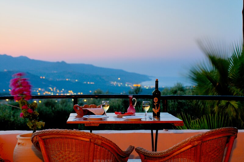 Traditional Hotel in a advantageous position west of Chania,, holiday rental in Sirili