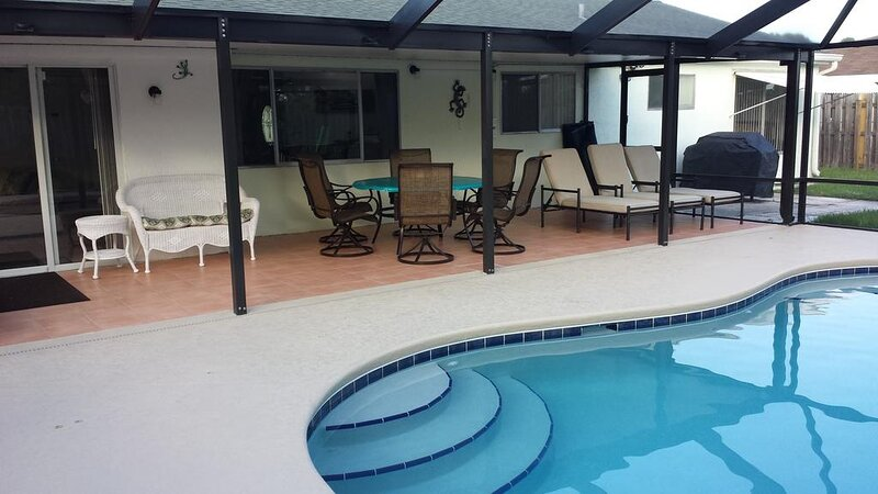 Private Pool - Great family vacation pool home local golf beaches & more, alquiler vacacional en Port Saint Lucie