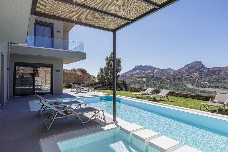 Aphrodite 3, Newly built, full privacy near beaches, holiday rental in Mixorrouma