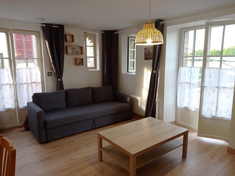 Superbe studio lumineux coeur de village Pont sur Yonne, holiday rental in Sainte-Colombe