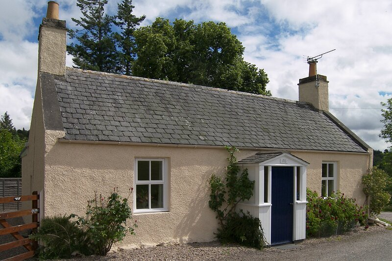 Manse Cottage, holiday rental in Rafford
