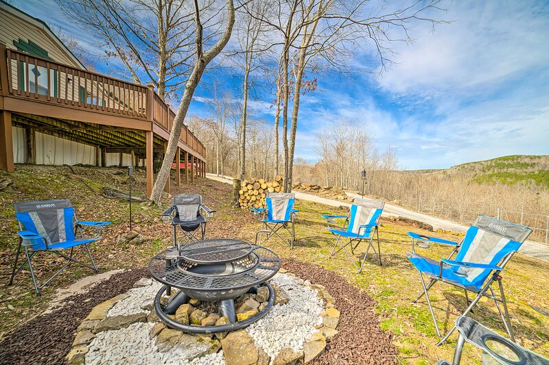 NEW! Muscle Shoals Wilderness Getaway on 200 Acres, casa vacanza a Tuscumbia