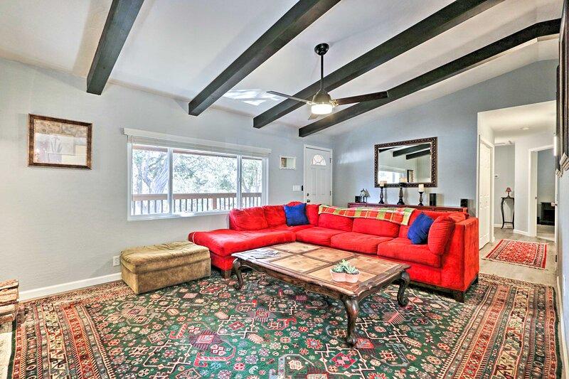 NEW! Show Low 'White Mountain Cottage' w/ Deck!, vacation rental in White Mountain Lake