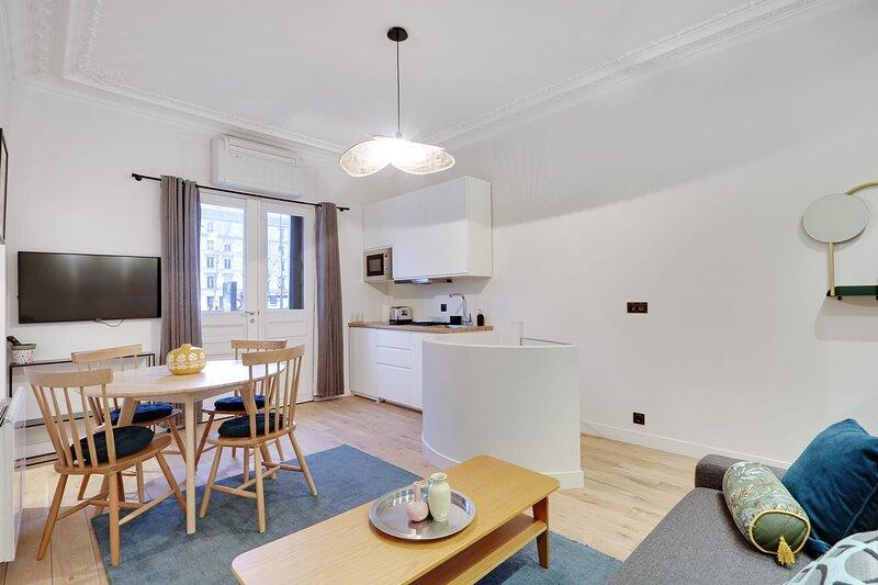 A Unique & Exclusive Apartment in Neuilly sur Seine, location de vacances à Neuilly-sur-Seine