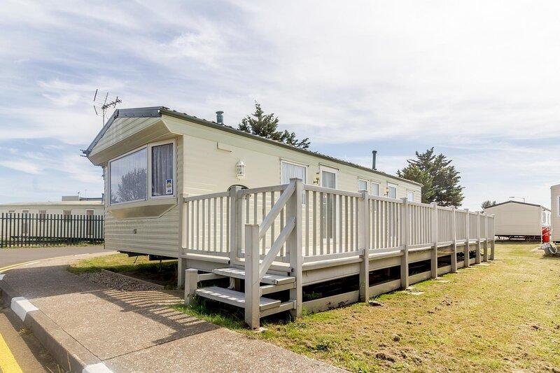8 berth caravan for hire at Seawick Holiday Park in Essex ref 27040S, alquiler vacacional en Essex
