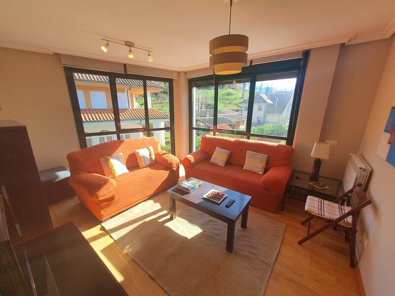 Piso de 3 habitaciones en Cangas de Onís para 7 pax - WIFI y Garaje incluidos, holiday rental in Soto de Cangas