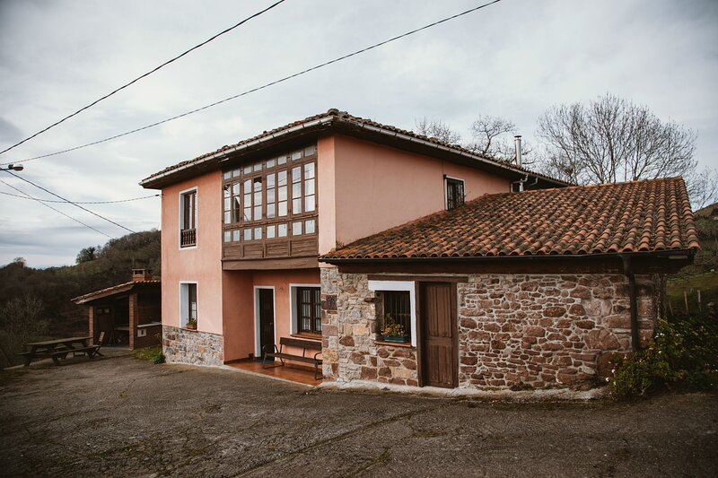 Casa Carquera, a 8 km de Llanes, holiday rental in Nava