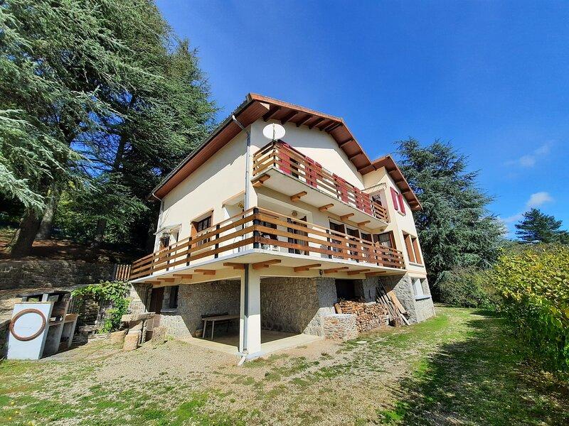 Villa piscine chauffée avec vue panoramique 14 personnes, location de vacances à Saint-Frézal-de-Ventalon
