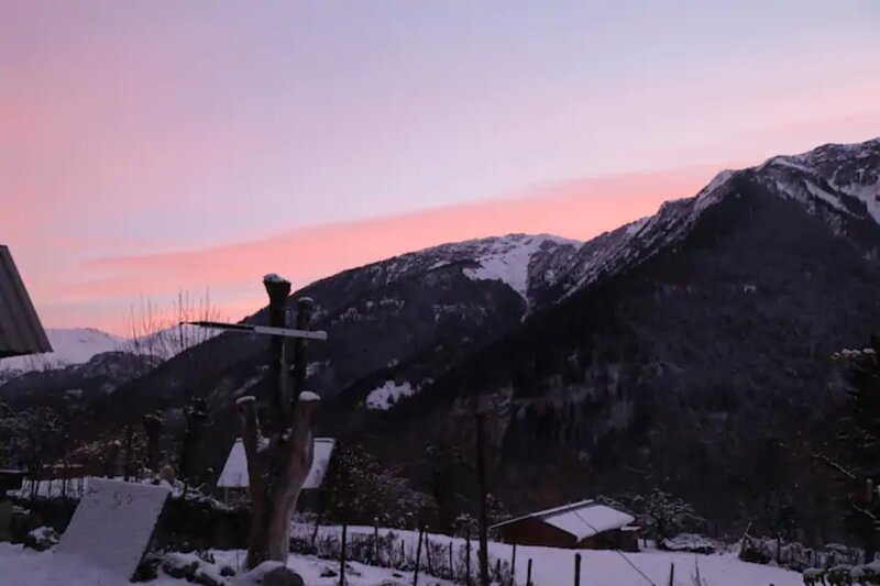 Chalet studio avec vue sur les montagnes, location de vacances à Saint-Etienne-de-Cuines