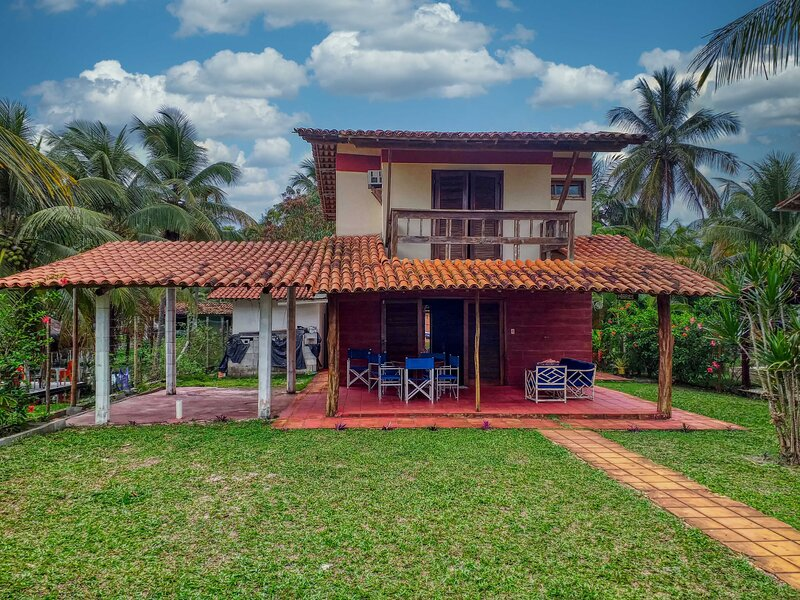 Feriasmares, beautiful beach house standing on the sand at Ilhéus beach Brazil, alquiler vacacional en Ilheus