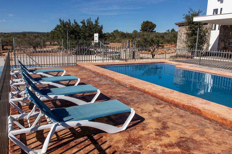 Exclusive villa in Valencia inland, private pool, football and basketball court., aluguéis de temporada em Xativa