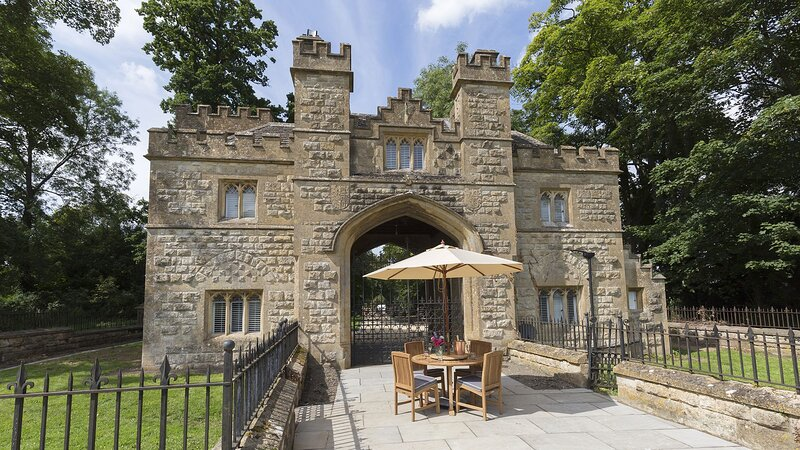 Castle Gatehouse at Sudeley Castle - Quirky gatehouse at the entrance to Sudeley, alquiler vacacional en Gotherington