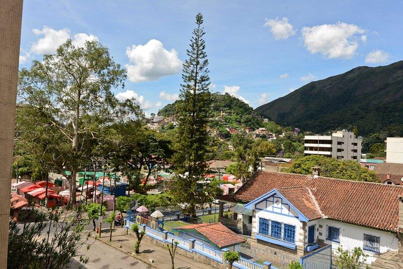 SUPER CASA de 10 suítes no coração de Teresópolis, holiday rental in Guapimirim