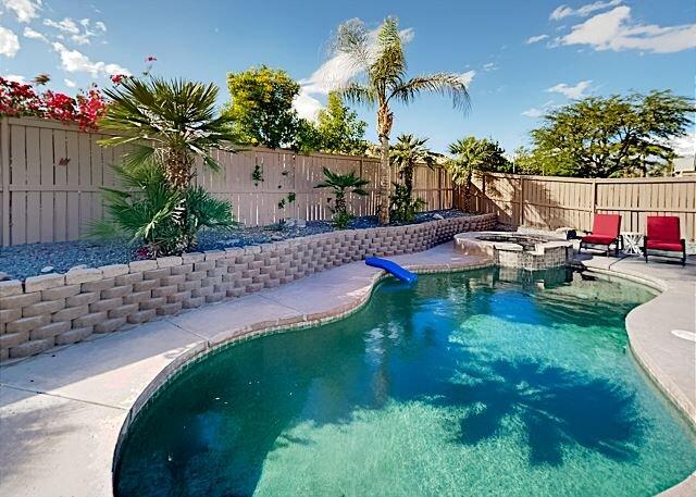 Coachella Escape | Private Pool, Hot Tub, Smart TVs, Grill & Alfresco Dining, holiday rental in Coachella