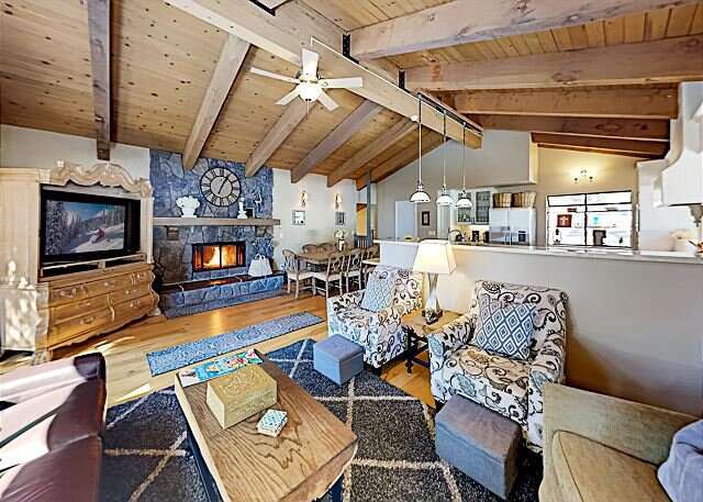 2,200 Square Foot Retreat | 2 Suites & 2 Decks | Beach Access, holiday rental in Carson City