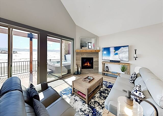 Eagle Ridge End-Unit | Heated Garage, Mountain Views, Hot Tub & Grill, holiday rental in Parshall