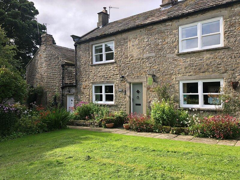Caroline Cottage, cosy dog friendly cottage in Romaldkirk, near Barnard Castle, holiday rental in Durham