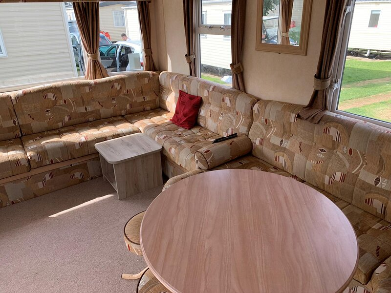 Lovely caravan for hire at California Cliffs Holiday Park in Norfolk ref 50002D, alquiler de vacaciones en California