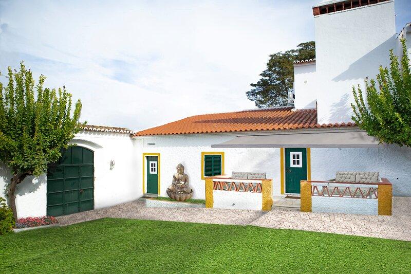 Private Style 2-Bed House in Vila Vicosa, vacation rental in Rio de Moinhos