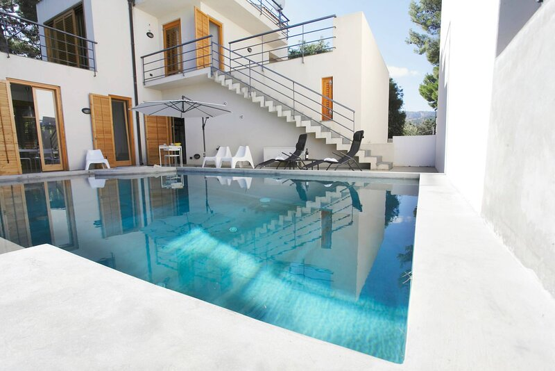 Villa With Poolgarden Near The Sea, holiday rental in Torre Colonna-Sperone