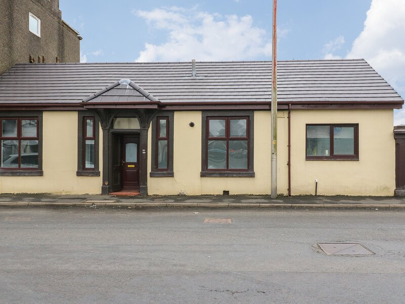 Annielea Cottage, Helensburgh, holiday rental in Rosneath