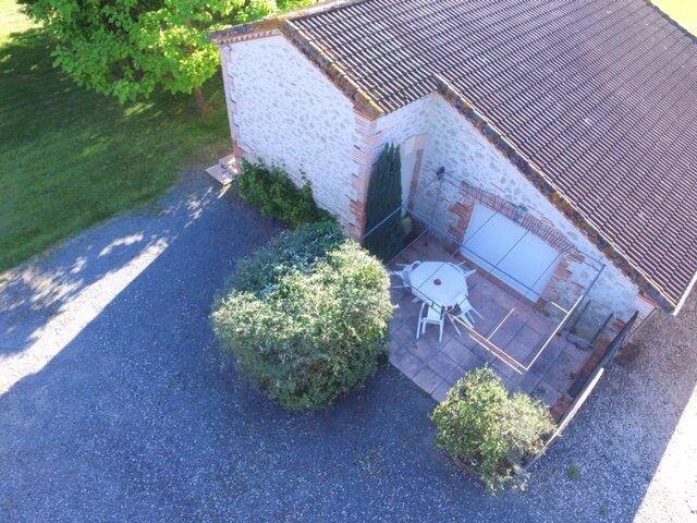 Gîte du Clôt de Roques n°2 : L'Olivier 4 personnes + accès piscine - Casseneuil, aluguéis de temporada em Sainte-Colombe-de-Villeneuve