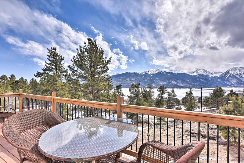 Gorgeous Twin Lakes Home w/ Deck Overlooking Mtns!, vacation rental in Twin Lakes