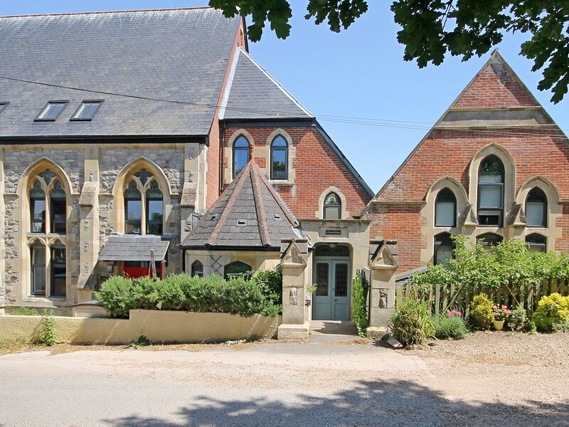 4 Church House, Totland Bay, vacation rental in Freshwater