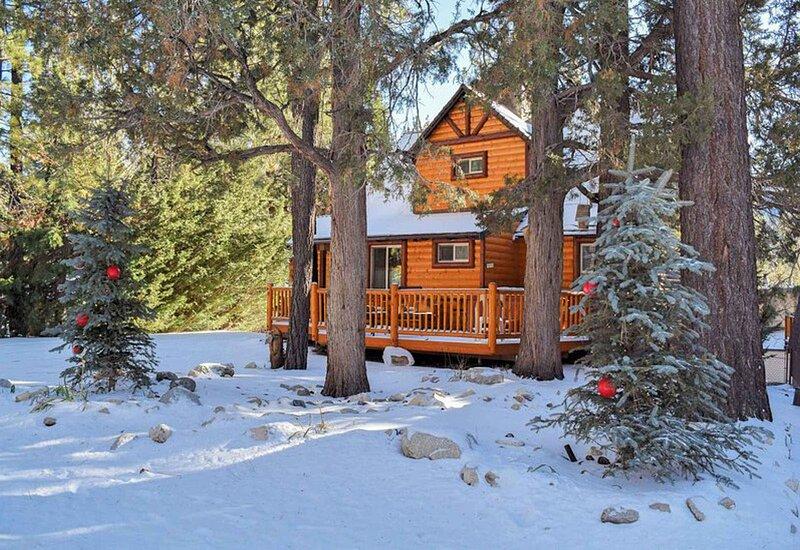 Snow covered Big Bear Cool Cabins, Bear Hug Hideaway front