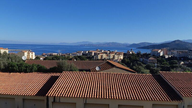 Appartement calme en Balagne 2 niveaux vue imprenable sur Mer Cap-Corse Agriates, location de vacances à Île-Rousse