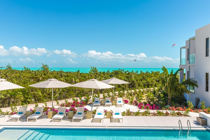H2O LifeStyle Resort | 2BR w/Watersports Onsite & Alluring Oceanviews!, location de vacances à Five Cays Settlement