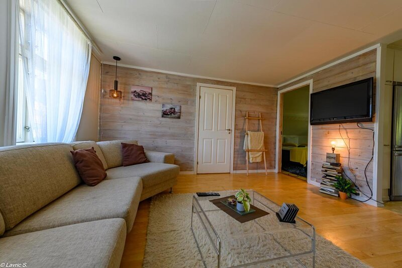 Nicolas Apartment 2 Nice and Cozy Central 3 Rooms, holiday rental in Time Municipality
