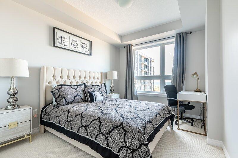 Simply Comfort. UV Disinfected 1bd+den Suite Lake View FreeParking, alquiler vacacional en Lincoln