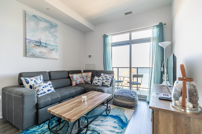 Simply Comfort. UV DISINFECTION 2BD Waterfront Penthouse Lake View, alquiler vacacional en Lincoln
