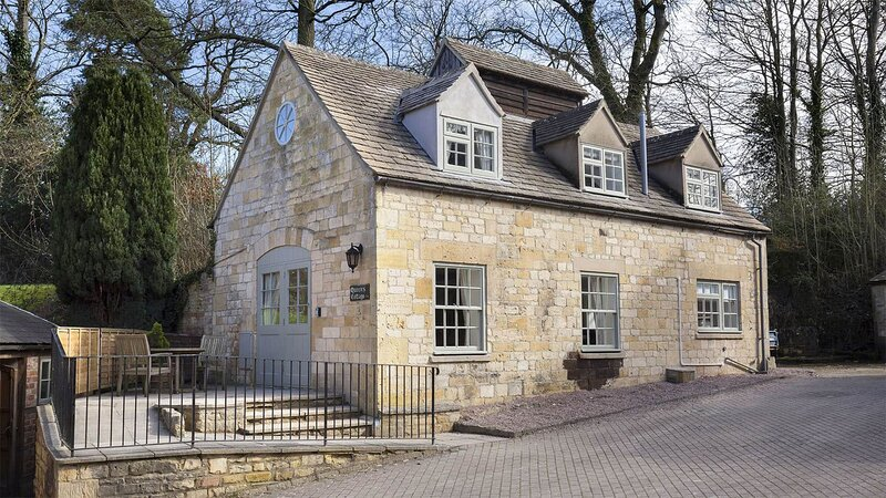 Queens Cottage at Sudeley Castle - A bright and spacious holiday home that has b, casa vacanza a Winchcombe
