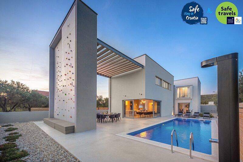Modern Villa Activia, in Dalmatia, with a Pool, holiday rental in Sveti Petar