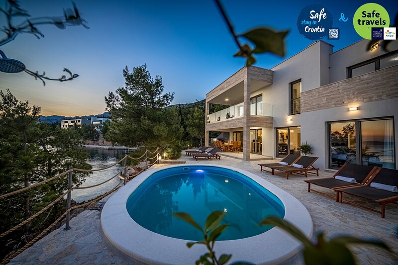 Amazing Villa Neptune, with a Pool, vacation rental in Starigrad-Paklenica