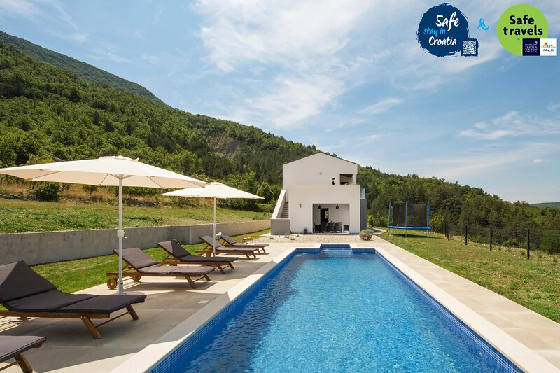 Beautiful Villa Tramonto, in Istria, with a Pool, location de vacances à Vozilici