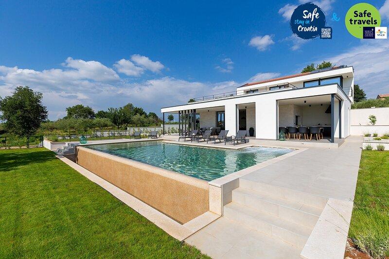 Luxury Villa Gin & Tonic, in Istria, with a Pool, alquiler de vacaciones en Sveti Lovrec