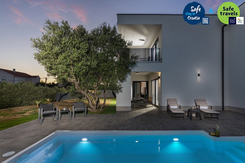 Amazing Villa Karla Rab, with a Pool, vacation rental in Banjol