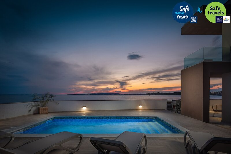 Beautiful Villa Sea Gem, with a Pool, location de vacances à Privlaka