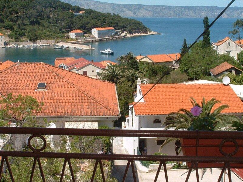 Dioniza - 150 m from beach: A3(2+2) - Jelsa, holiday rental in Vrboska