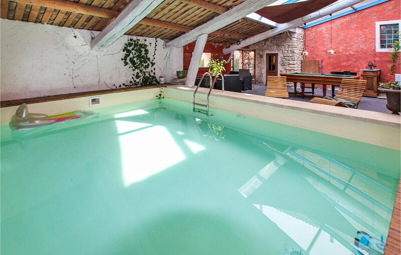 Awesome home in Lagnes with Indoor swimming pool, Outdoor swimming pool and 2 Be, holiday rental in Lagnes